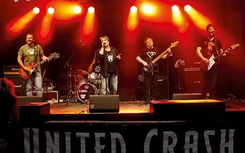 1516-ROCKNACHT-OPENER mit UNITED CRASH